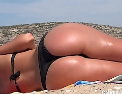 Bubble ass candid beauty sunbathing in public beach