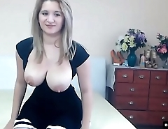 Gorgeous Hungarian girl with her tits out- bosomload.com/cute00kiara