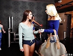 Lesbians in same outfit fingering at gym